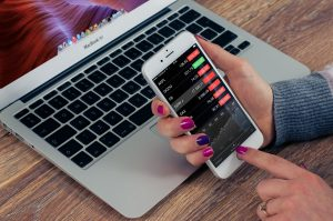 איך מתחילים להשקיע במניות