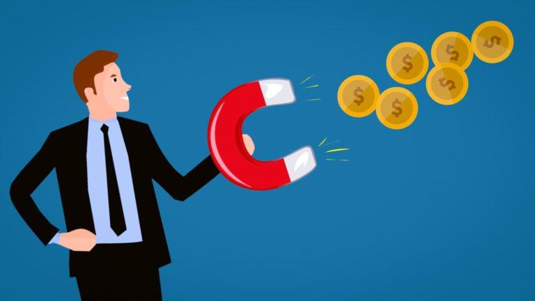 לקנות מניות ללא עמלות ולשלם מינימום בדמי ניהול