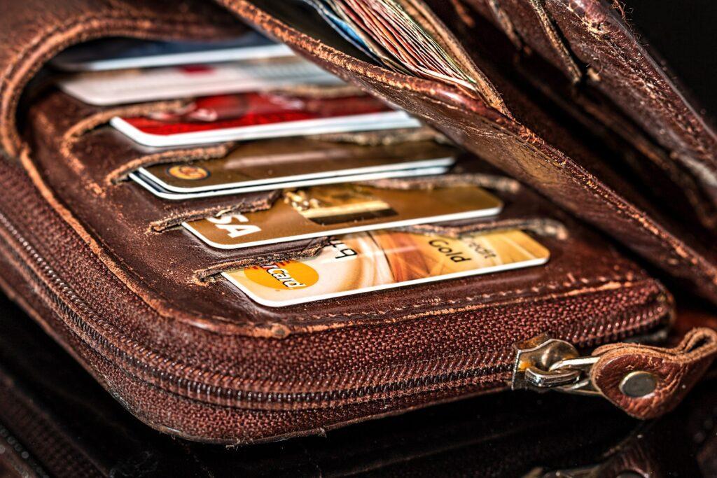 האמת מאחורי כרטיסי אשראי – הטוב הרע והמכוער